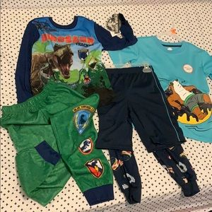 2 sets of boys pj Size 6/7 🦖and🍩